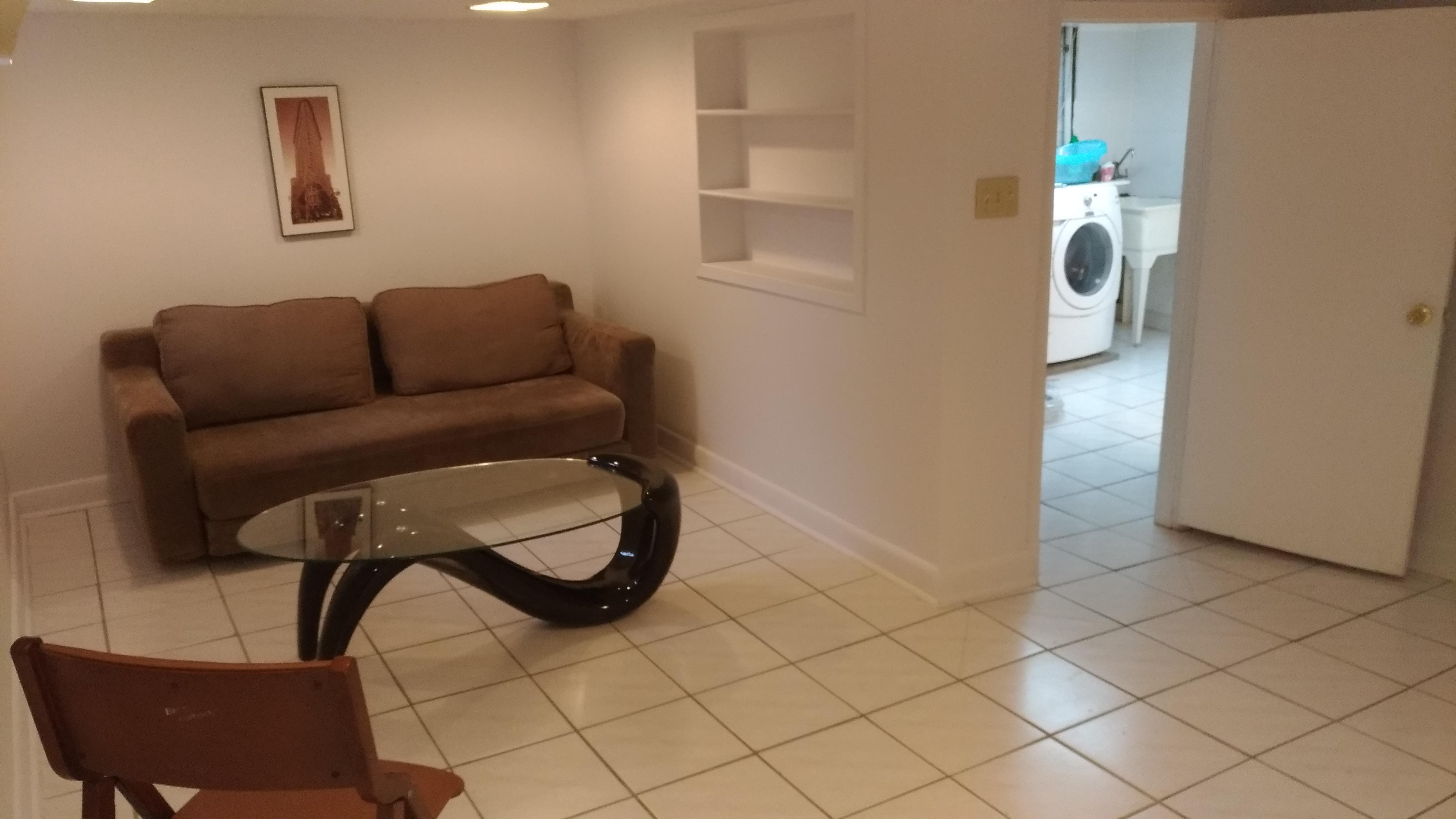 1 Bedroom Basement Apartment   El Compra y Venta